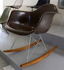 File:Charles Eames Per Herman Miller Furniture, Sedia A ... Vitra Eames Miniature Rar Rocker Rocking Chair Green Rare Four Designs That Began As A Project For Friend The Story Of An Icon Better Sit Down For This One An Exciting Book About Dsr Eiffel Eamescom Nursery Dpcarrots Eames Rocking Chair Gensystemscom 1940 Objects Collection Cooper Hewitt La Chaise Office Your Contest Chairs Whats Their Story Natural History The Origin Style Homeshoppingspy