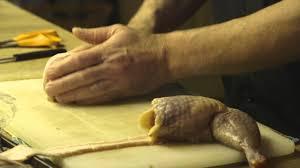 comment cuisiner une cuisse de poulet farcir une cuisse de poulet truc du chef francois dubois la route