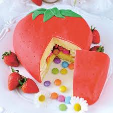 erdbeer piñata torte