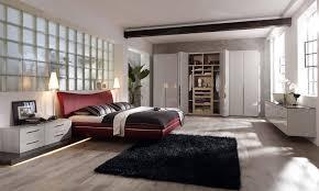 rotes doppelbett bett sideboard musterring