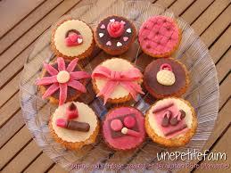 muffins girly fraise tagada et décoration en pâte d amande une