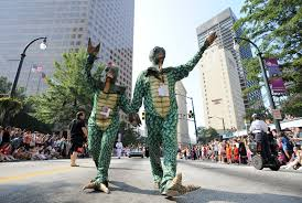 Little 5 Points Halloween Parade Photos by Map Your Guide To The 2017 Dragon Con Parade 90 1 Fm Wabe