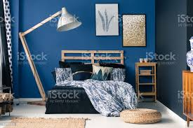 blaue schlafzimmer hauch gold stockfoto und mehr bilder behaglich