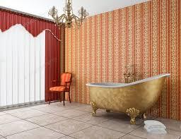 klassisches badezimmer mit alter badewanne und rot gestreifter wand foto tiler84 auf envato elements