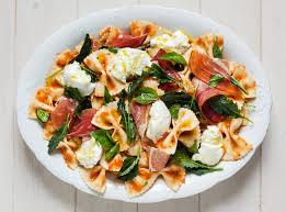 recette salade de pâtes aux tomates grillées avec prosciutto
