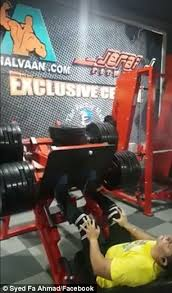 Indian man snaps his knee in leg press machine accident