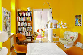 klassikerstühle im esszimmer mit gelben bild kaufen