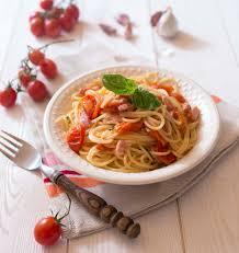cuisiner le basilic one pot pasta tomates lardons basilic les meilleures recettes de