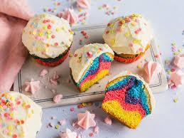 regenbogen muffins schnelles rezept für den kindergeburtstag