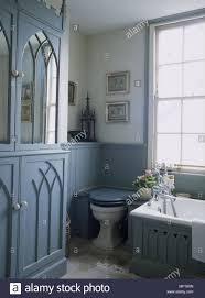 ein detail einer traditionellen blauen badezimmer bemalten