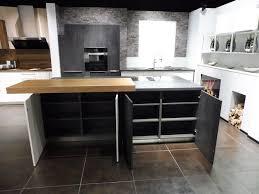 Moderne Weisse Küchen Bilder A Moderne Weiße Küche Mit Großer Insel In Betonoptik Hem
