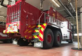 The Oshkosh 6x6 Airport Fire Truck: Let's See Those Water Cannons ...