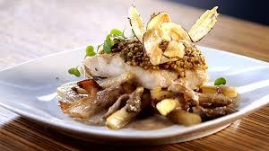 cuisiner morue recette pavé de morue en croûte de pistaches émulsion de