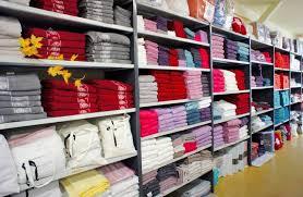 magasin linge de maison le magasin dusine blanc des vosges stock grardmer magasins