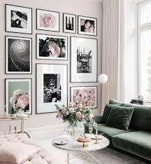wunderschöne bilderwand in rosafarbenen tönen mit