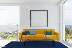 kissenwohnzimmer sofa blau und grün gelb stockfoto und mehr bilder buch
