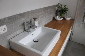 badezimmer waschtisch halbhoch mit mosaik farblich passend