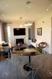 kleines wohnzimmer mit kamin einrichten caseconrad