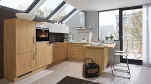 moderne u küche barbara wert küche mit front in matt asteiche nachbildung und hänger in kristallweiß