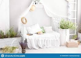 provence rustikale lavendel weißes schlafzimmer des