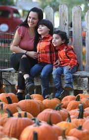 Pumpkin Patches In Bakersfield Ca by Photo Gallery Pumpkin Shopping At Banducci U0027s Family Pumpkin Patch