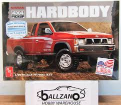 100 Pickup Truck Warehouse AMT 1031 Nissan 4X4 Hardbody W Cartograph Decals Plastic
