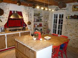 cuisine cagnarde cuisine cagnarde cuisiniste gard ilot central table vieux