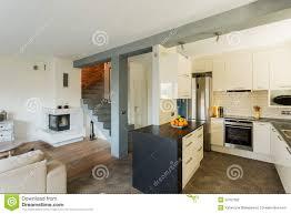 öffnen sie küche und wohnzimmer stockfoto bild wand
