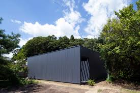 100 Apollo Architects Monolithic Black House Conceals Internal Courtyard