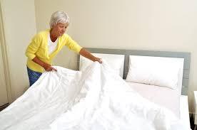 bett reinigen tipps gegen staub schmutz und milben