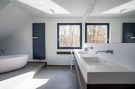 badezimmer minimalistische dachgeschosswohnung
