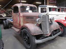 File:Maple Leaf Truck.JPG - Wikimedia Commons