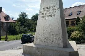 dresdens unbequemer obelisk wird entschärft sächsische de