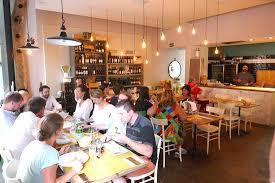schnörkelloses restaurant mit hervorragender italienischer