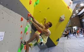 salle de bloc massy les grimpeurs à bloc dans leur nouvelle salle d escalade