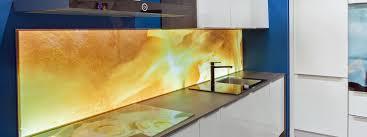 glas oder tapete alternativen zu den fliesen in der küche