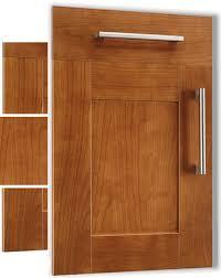 porte de cuisine en bois brut nos façades pour cuisines intégrées et équipées salles de bain sur