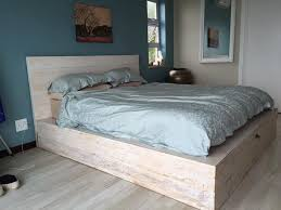 How To Make A Platform Bed Frame From Pallets by Diy Pallet Platform Bed 101 Pallets