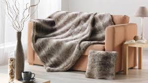 plaid sur canapé plaid pour canapé la plaid