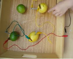 a lemon battery and how does it work