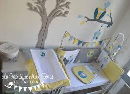 chambre enfant gris et décoration chambre bébé chouette hibou arbre oiseau nichoir bleu