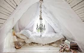 bohemian style für ein romantisches schlafzimmer in weiß