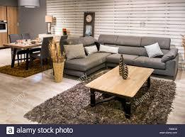 geräumige offene küche esszimmer und wohnzimmer mit grauen