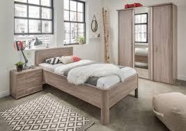 schlafzimmer bern mit seniorenbett kleiderschrank nachtkommode dekor wiemann