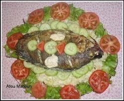 recette de cuisine avec du poisson poisson braisé et salade recettes africaines