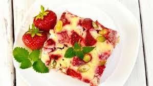 erdbeer rhabarber kuchen blechkuchen rezept mit zuckerguss