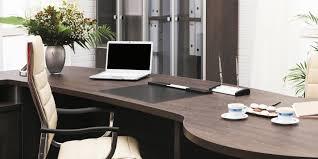 travail en bureau le mobilier de bureau devient et connecté