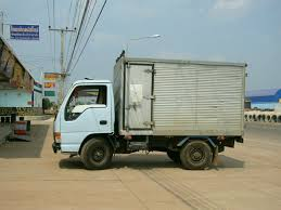 File:Small Isuzu Truck, Side View.JPG - Wikimedia Commons