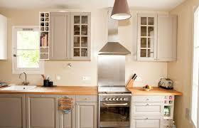 repeindre des meubles de cuisine en bois meuble cuisine bois urbantrott com
