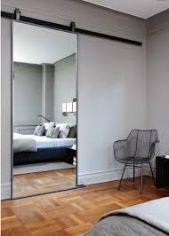 quel miroir dans une chambre d adulte contemporaine